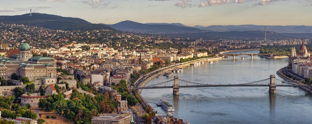 Budapest sightseeing with folklore dinner