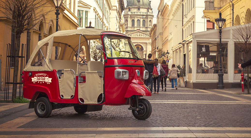 Budapest sightseeing city tour by tuk tuk